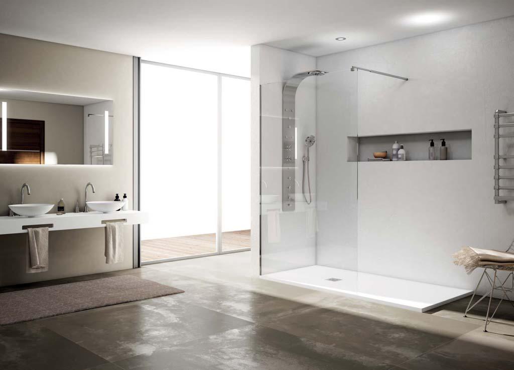 Baño con plato de ducha de pizarra blanco